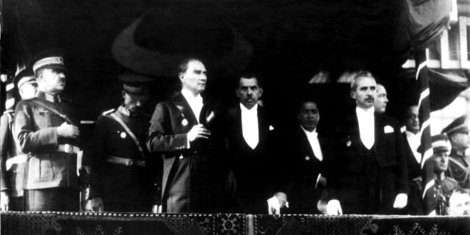 İlk Cumhuriyet Bayramı ve Bilinmeyen Atatürk Resimleri